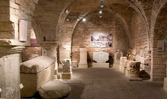 Cultural holidays in Umbria: museums and archaeological sites. Gaiattone Assisi Farmhouse Hotels with holiday apartments and pool