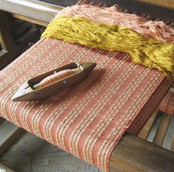 Introduction to weaving by hand workshop. Experience at Gaiattone Assisi, holiday farmhouse in Umbria, Italy