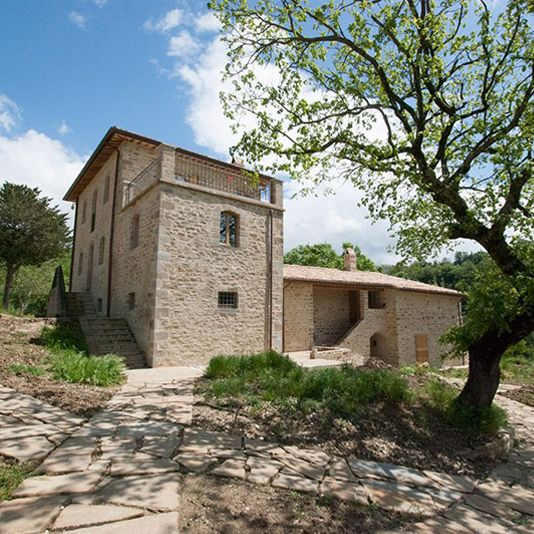 Design holiday farmhouse in Umbria Gaiattone Assisi luxury holiday apartments for rent. Rural and green Tourism in the countryside