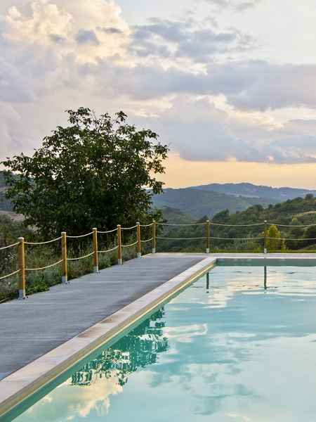 Grande piscina Gaiattone eco resort Assisi. Turismo verde in Umbria