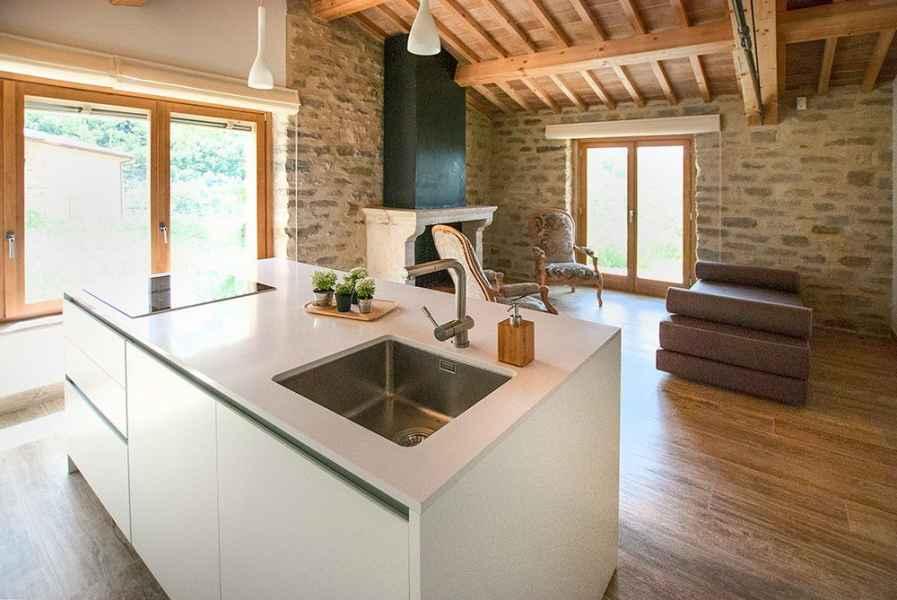 Assisi luxury holiday apartments Gaiattone organic farmhouse near Assisi in Umbria Italy