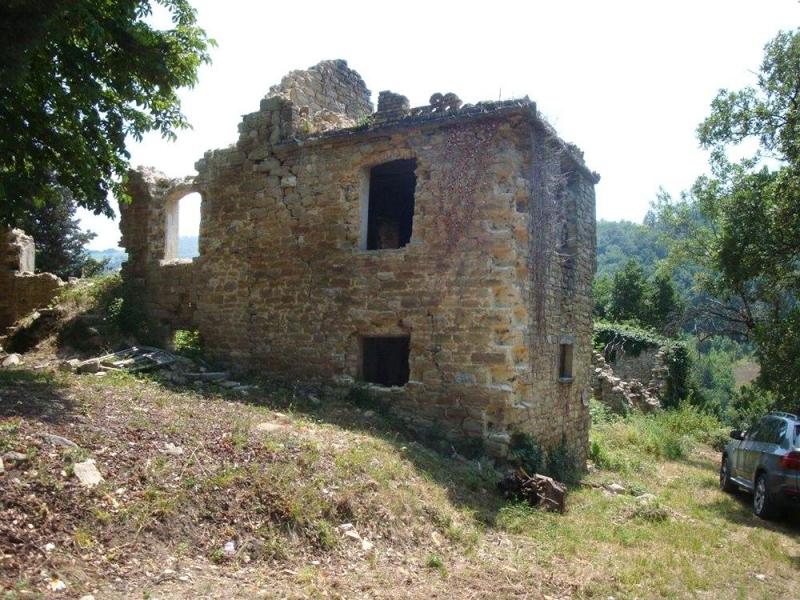 Avant la restauration: panneaux photovoltaiques et solaires. Ecotourisme Gaiattone Assise, Ombrie, Italie