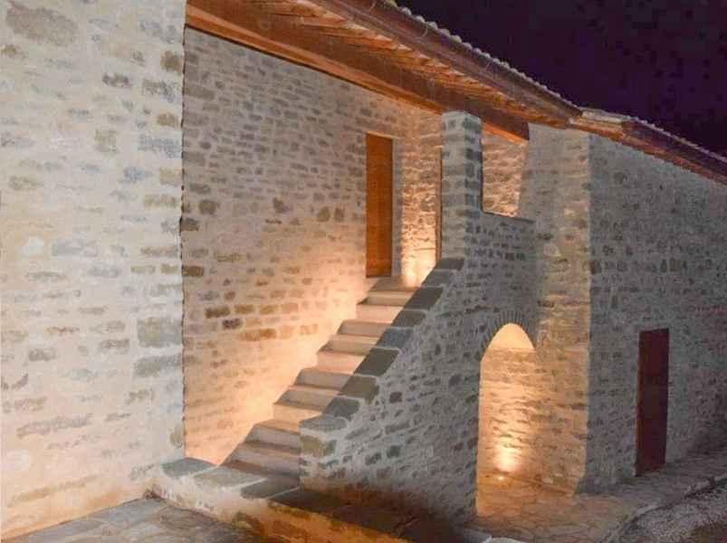 Projet BIO: tourisme à la ferme Gaiattone Assise avec appartements de vacances avec la piscine. Ecotourisme en Ombrie, Italie